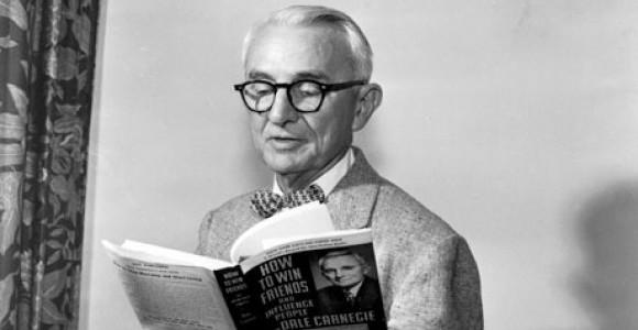 """Reseña del libro: """"Cómo ganar amigos e influir sobre las personas"""" de Dale Carnegie"""